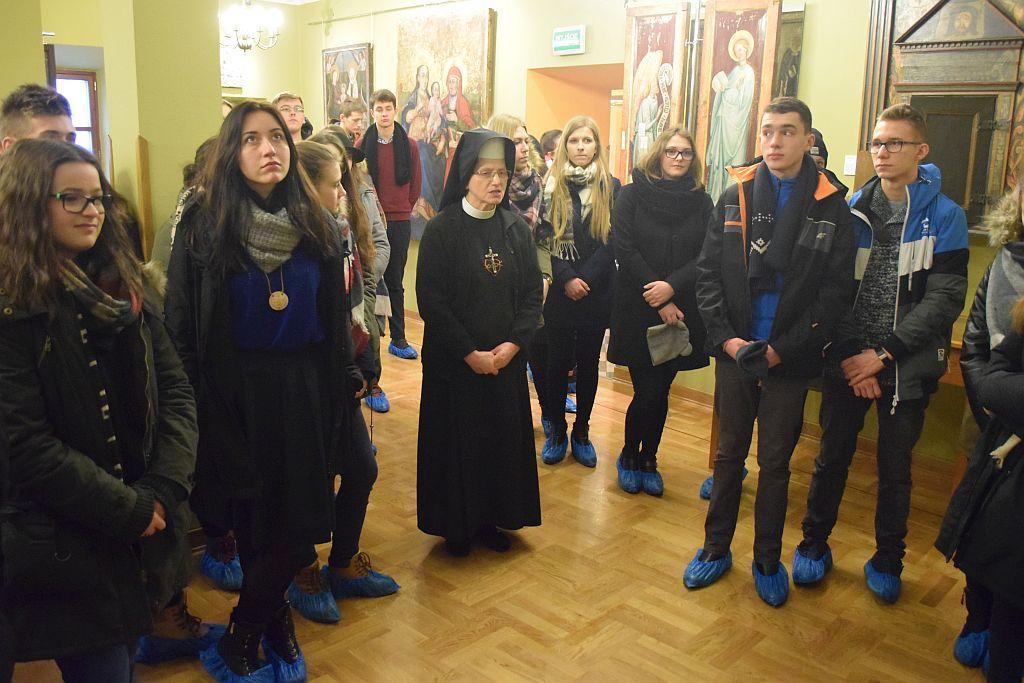 Uczestnicy rekolekcji w Muzeum Archidiecezjalnym fot. E. Jasina