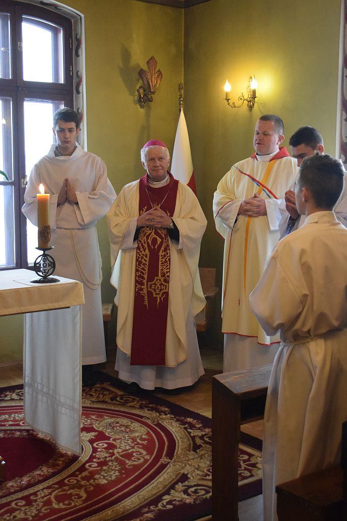 abp A. Szal przewodniczy liturgii dla uczestników rekolekcji fot E.Jasina